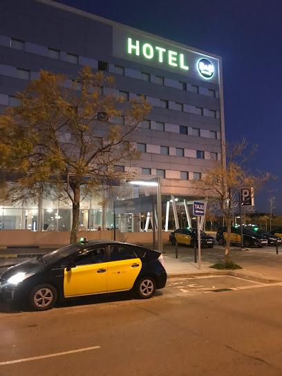 Parada-Taxi-en-Viladecas-Puerta-Hotel